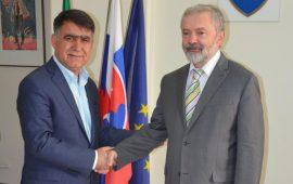 دیدار رئیس اتاق بازرگانی یاسوج با سفیر اسلواکی در جمهوری اسلامی ایران